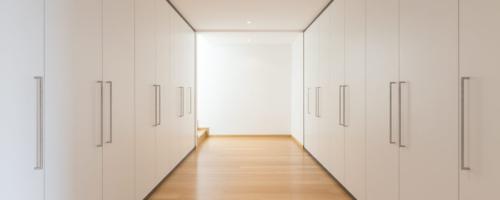 armarios-a-medida-blancos-para-pasillo